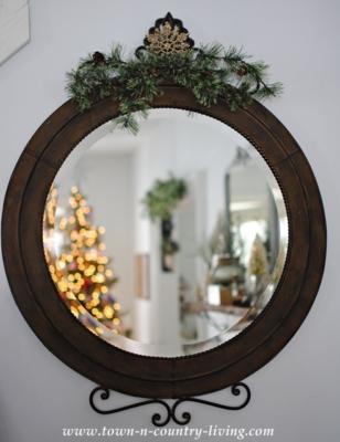 Christmas Mirror Round